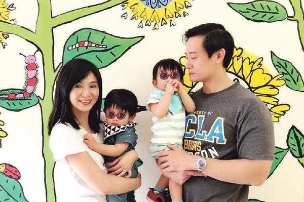 """杨采妮44岁生日被称""""女神"""" 双胞胎儿子相处愉快"""