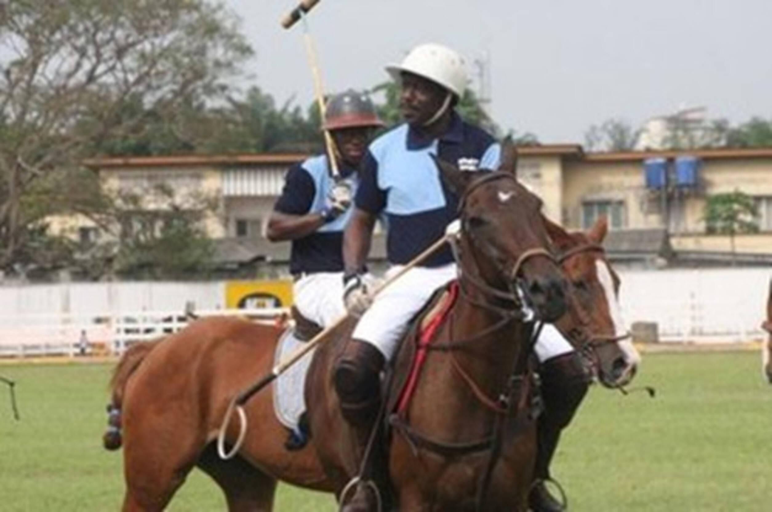 非洲土豪们的真实生活,住欧式别墅,骑马,吃牛排,出门让人抬着