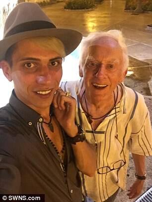 78岁牧师退休后出柜 要跟24岁同性小鲜肉结婚