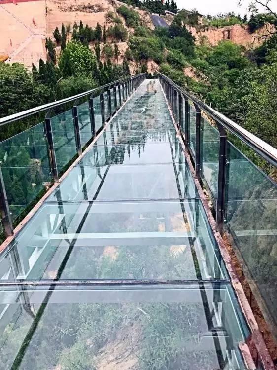 国内首条激情高空纯玻璃滑道落地山西运城!