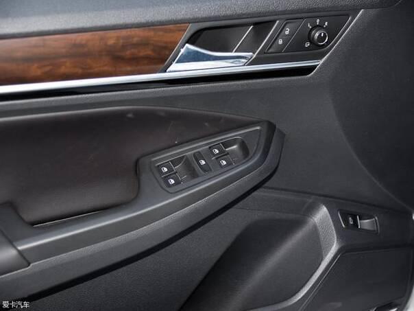 自动豪华型配备有后视镜电动折叠