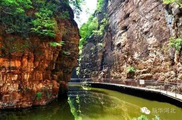 全胜峡景区位于唐县齐家佐乡全胜庄村,属于典型的北方喀斯特峡谷地貌