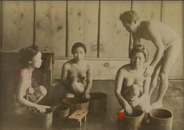 惊爆!日本男女裸体混浴老照片(高清组图)