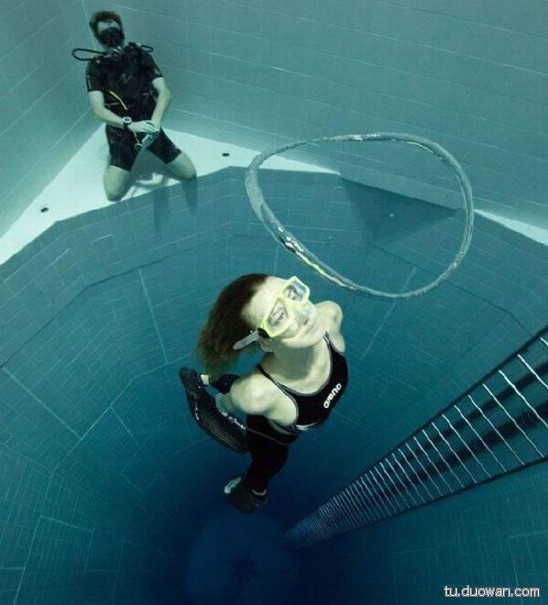 潜水25级任务:放一个圈型屁,并追上从中间穿过!