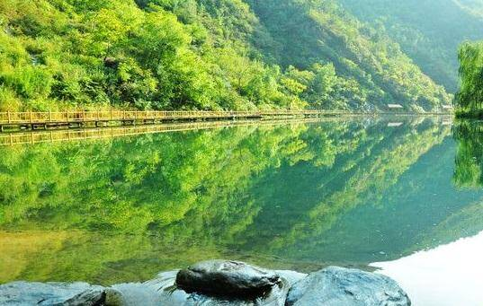 白河湾自然风景区位于怀柔区境内,距离北京市区95公里.