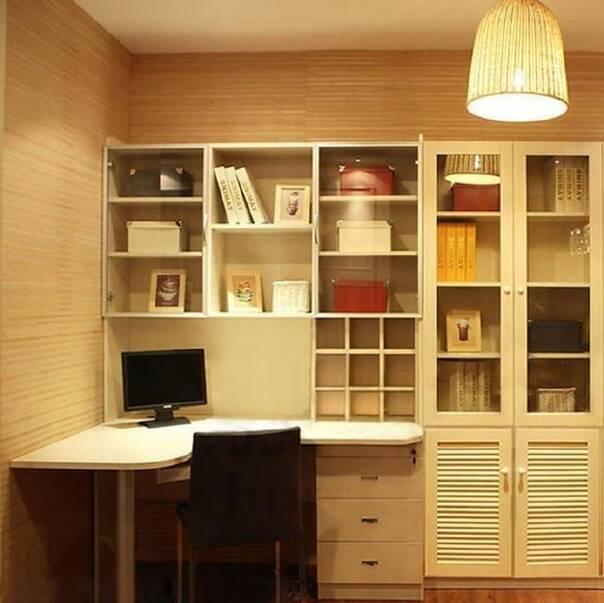 書房的空間小,用轉角書桌顯大!