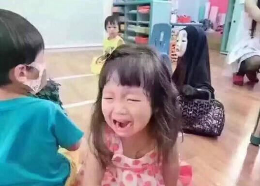 台湾幼儿园老师变身星巴克女神 结果吓哭一个班
