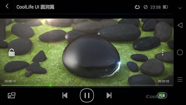 点击右边的小箭头可以隐藏虚拟按键,而向上滑动时可以重新调用.