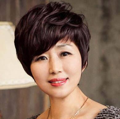 适合年龄偏大的中年女士短发发型图片