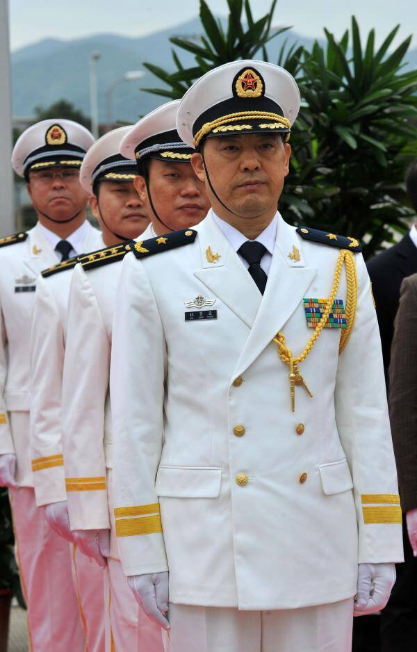 海军副司令杜景臣中将 副政委王登平中将退役
