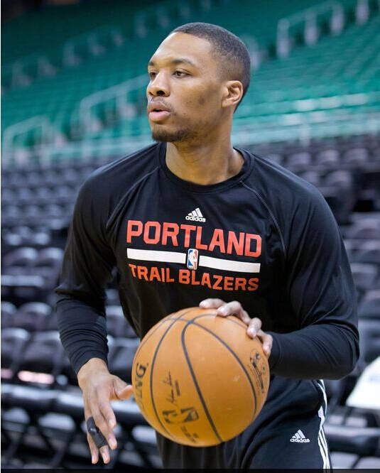阿迪达斯在NBA中的代言人是谁图片
