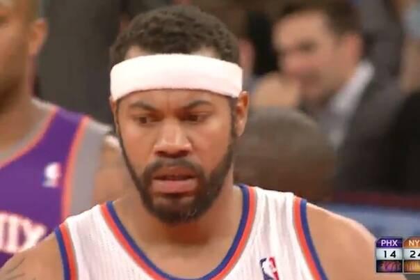 NBA最荒唐的技术犯规:手掏裤裆 场边呆笑都被