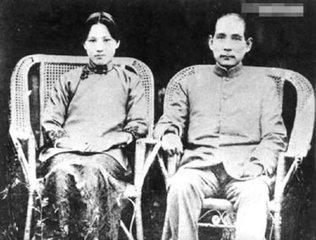 综合上所述,宋庆龄没有与孙中山合葬,而是安排与她的父母及家人,与