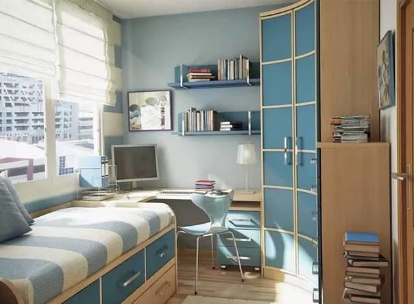 圆弧形的墙面,依照角度定制一个书柜,既很好的隐藏了空间的缺点,又为