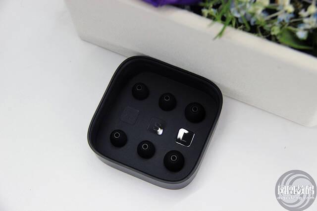 新一代小米活塞耳机开箱图赏:极简设计风格