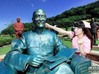 台湾蒋介石头部被涂匪字男人绑情趣用品视频怎么情趣用品铜像下载使用迅雷图片