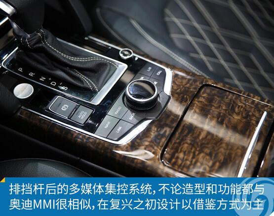 配置上,该车装配了前排座椅加热,倒车雷达,自动泊车,电子手刹,eco节能