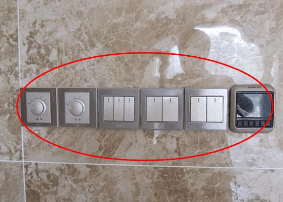 3个开关:玄关双控灯1个,吊灯双回路开关1个,装饰灯开关1个.