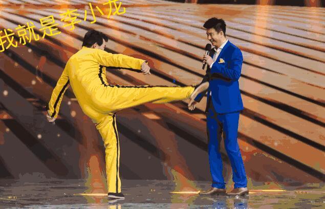 节目中,朱之文还耍起了李小龙的经典招式,更是大玩双截棍.图片