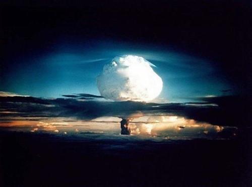 有人说向木星扔一颗氢弹我们就会有第二颗太阳, 这是真的么?