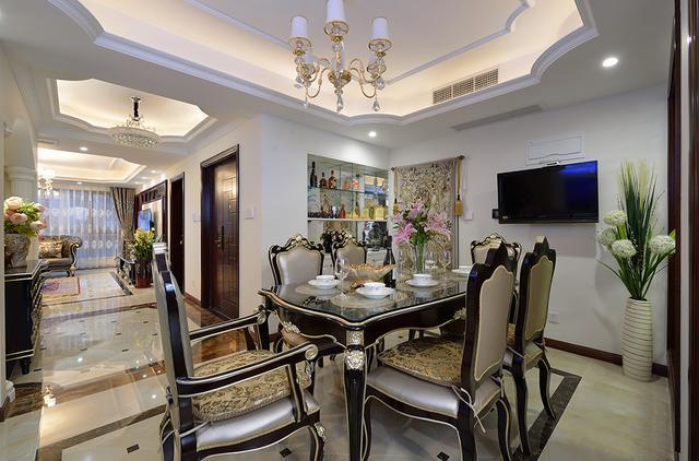 152  房型:4房  设计风格:欧式  材质:爵士白大理石,壁纸,罗马柱,护墙
