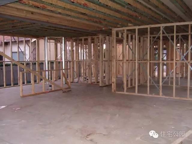 农村建房子,很多人都预留车库,如果有车库的话,最好局部采用钢结构.