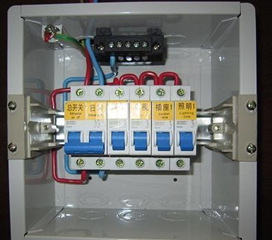 家里电路老是跳闸 总算知道电箱的问题了
