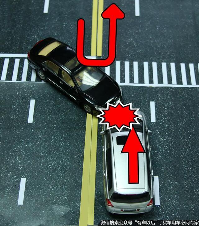 白车直行方向为红灯,不过允许红灯右转,但仍需让被直线放行的车辆