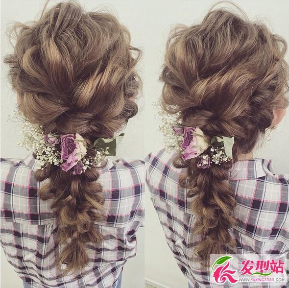 不管是编发还是马尾辫,只要点缀上鲜花, 就显得特别有气质.