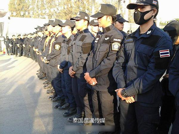 泰国军警逾1000人围攻法身寺 抓贪污住持(图)