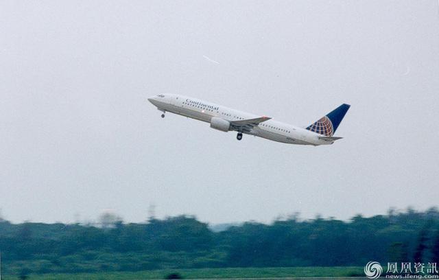 接24名美国机组人员回国的美国大陆航空公司的波音737飞机,已从中国