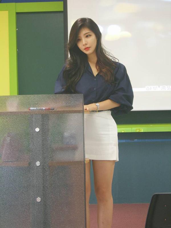 """韩国""""最美女教师"""" 讲台撩人 有了她谁还旷课"""
