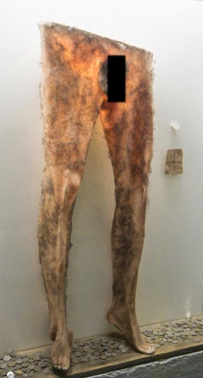 毛骨悚然!冰岛巫术博物馆展出人皮裤(组图/慎入)