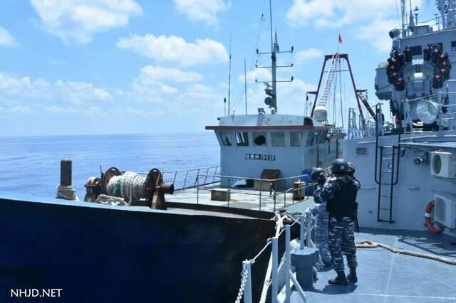 中国海警船与印尼军舰对峙照曝光 - 九头鸟 - ...欢迎四方博客...