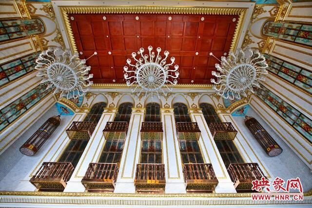 大厅顶部豪华的欧式装修
