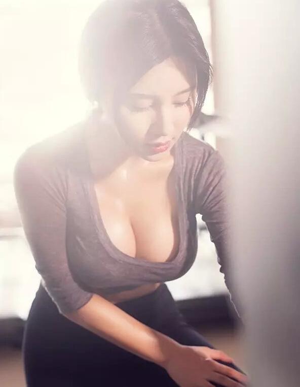 """从公开的生活照看,樊玲并不很像范冰冰,被指是故意打扮,欲借""""小"""