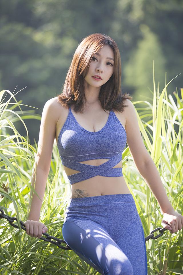 柳岩清新健身写真照