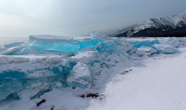 贝加尔湖的冬季美景
