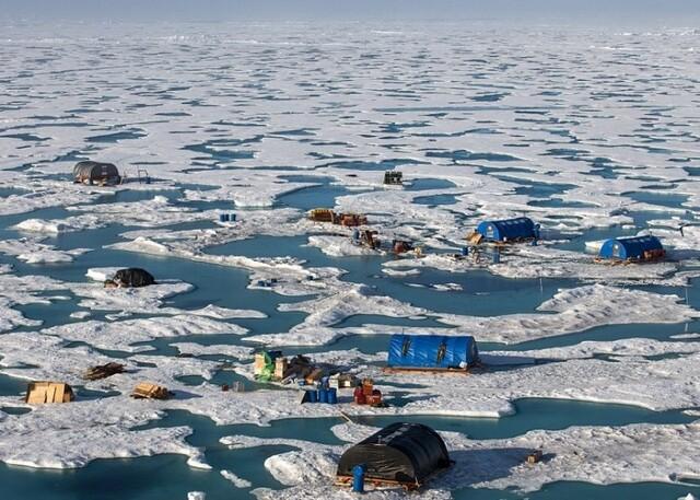一大波科学家被困北极 脚下的冰化了(组图)