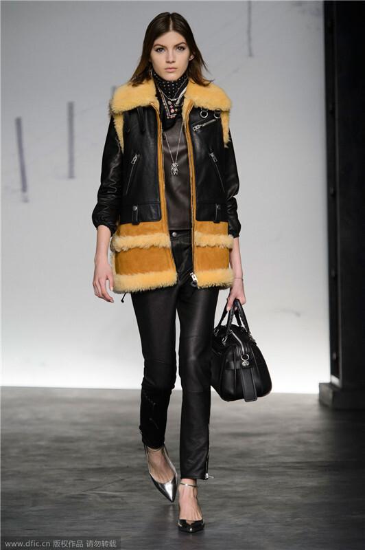 夹克外套搭配机车外套