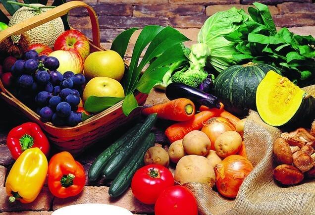 水果摆成内脏结构图