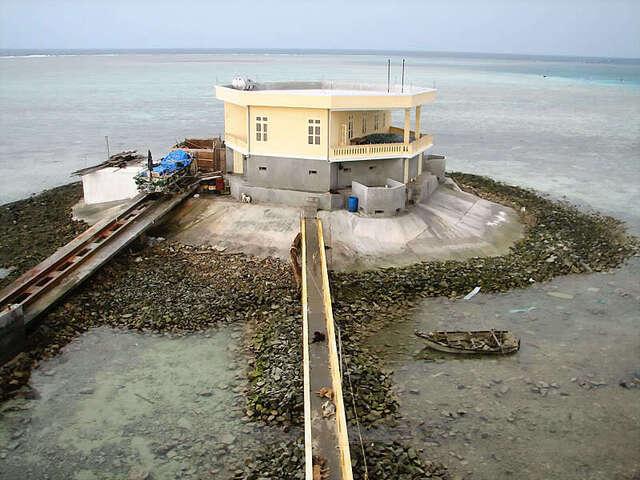 越南海军非法在南海填岛