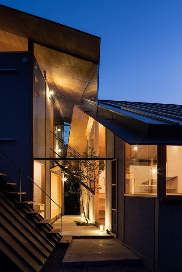 """6个双坡屋顶笼罩 日本京都""""屋檐下的房子"""""""