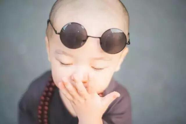 史上最萌两岁小沙弥!没有之一!