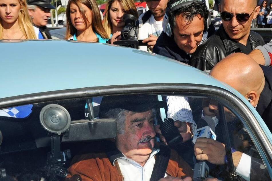 """""""最穷总统""""拒绝卖车致富 财产仅1800美元 - 人在上海    - 中国新闻画报"""