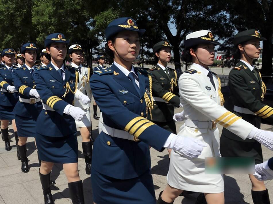 """阁下,中国人民解放军三军仪仗队列队完毕,请您检阅!""""2014年5"""