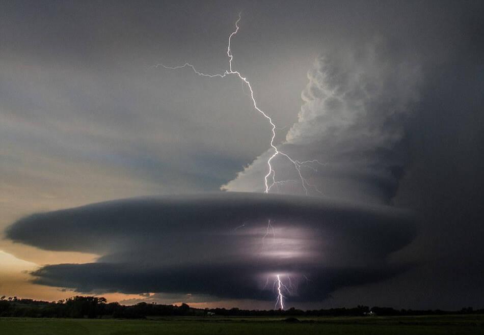 闪电穿过超大胞风暴景象2014.8.26 - fpdlgswmx - fpdlgswmx的博客