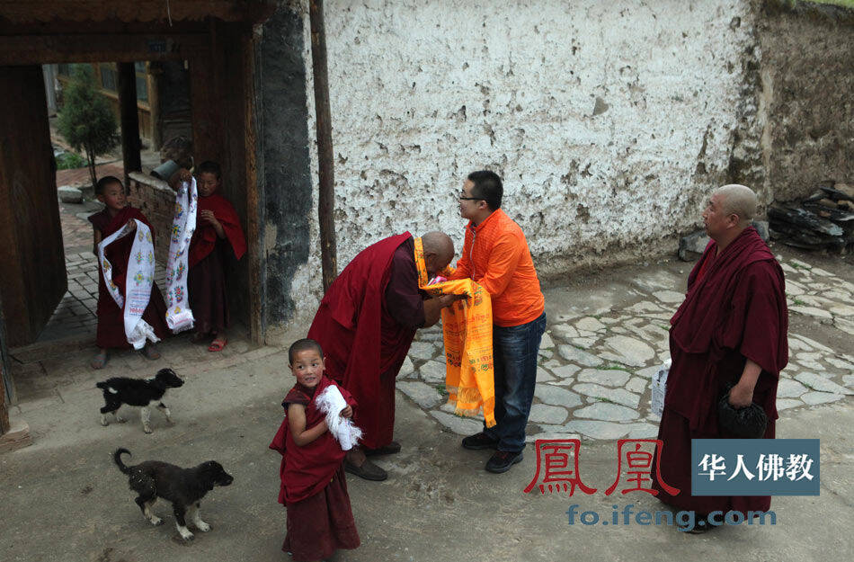 活佛的影子.(图片来源:凤凰网华人佛教 摄影:林恩)-尕楞寺面