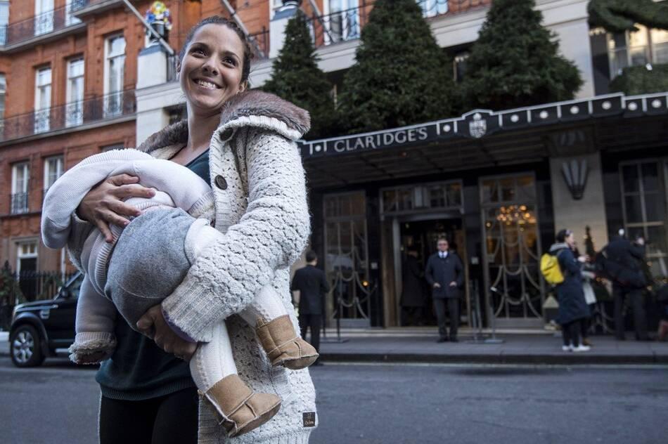 英国酒店要求哺乳妇女遮蔽乳房引示威(组图)