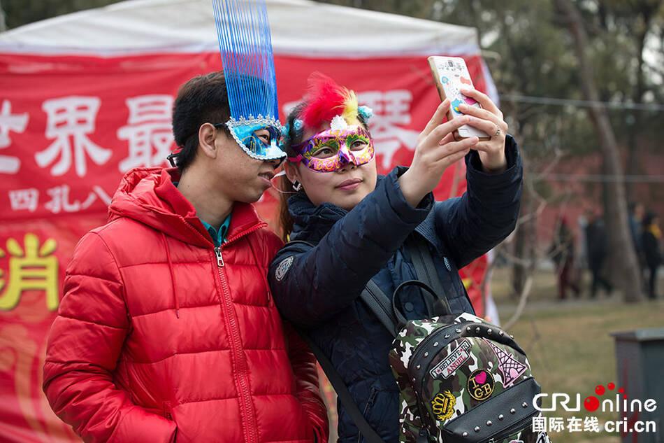 北京地坛庙会人气爆棚 - 雷石梦 - 雷石梦(观新闻)